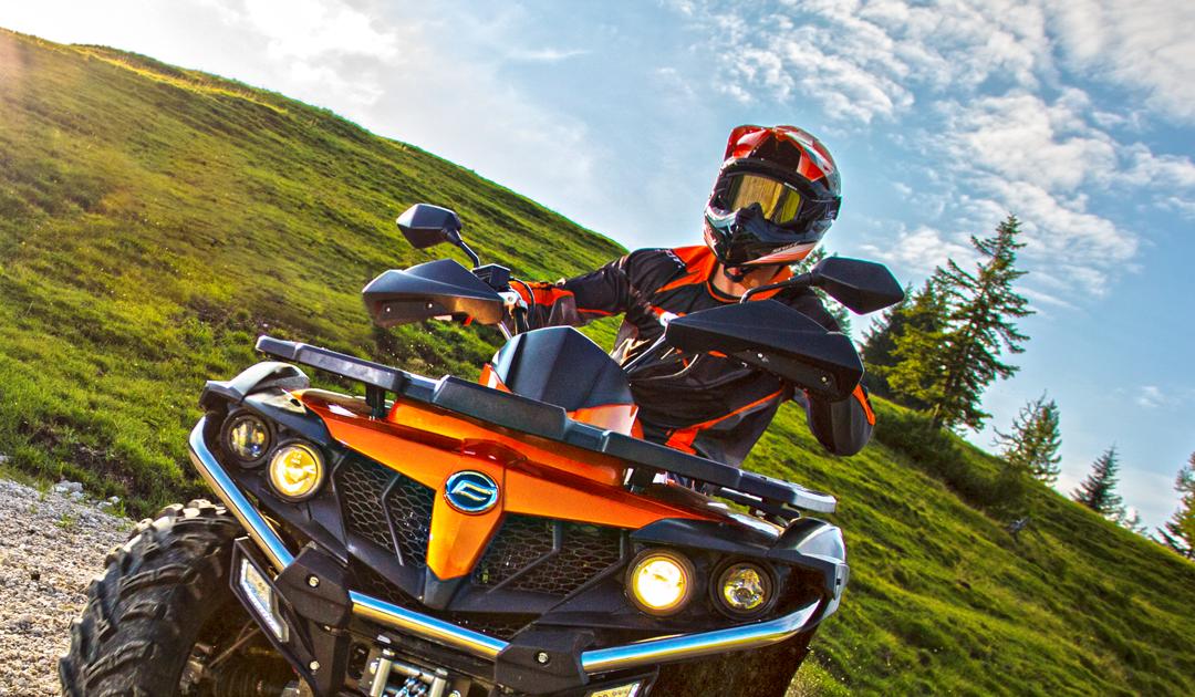 Muss ich beim Fahren eines ATVs einen Helm tragen?