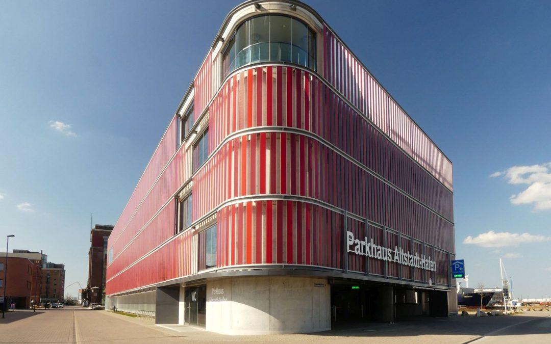 Parkhaus im Weltkulturerbe Wismar – fröhlich, ohne Kitsch und ungetarnt, dafür aber mit Aussicht