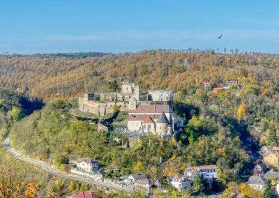 Blick auf die Burgruine Gars von der Hamerlingwarte bei Gars am Kamp
